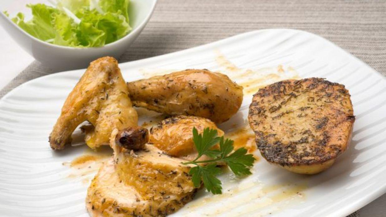 Receta de Pollo asado con patatas y ensalada verde - Karlos ...