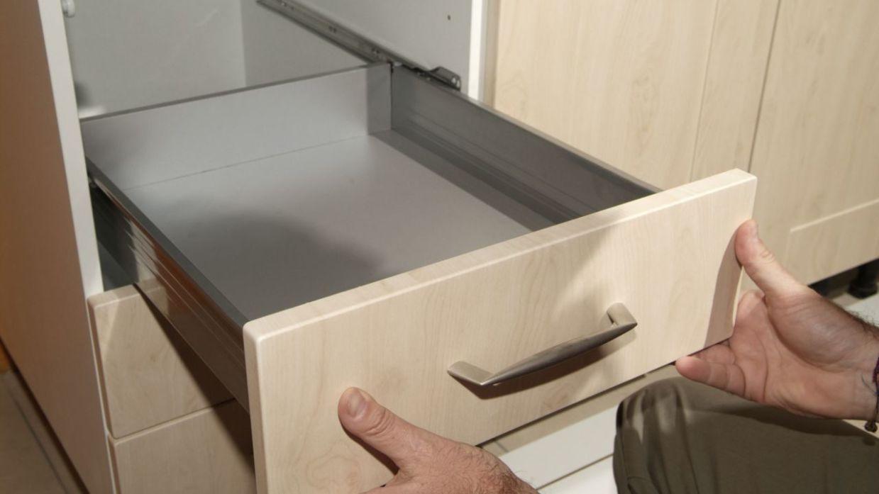 Cómo instalar una cocina en línea (Parte 1) - Bricomanía