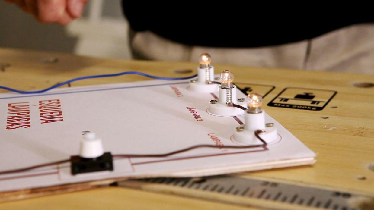 Circuito Electrico Simple De Una Casa : Cómo funciona un circuito eléctrico en serie bricomanía