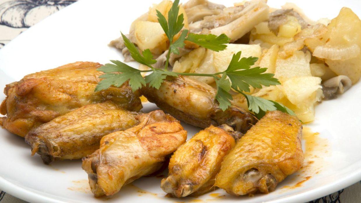 Receta de Alitas de pollo con patatas y setas - Karlos Arguiñano ...