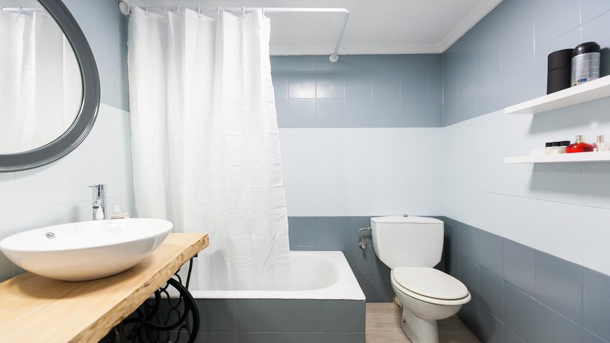 Cuarto de baño tricolor en gris - Decogarden