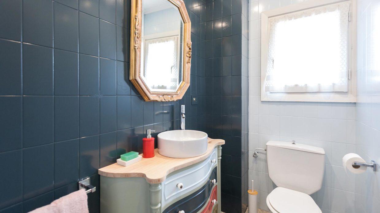 Cómo decorar un cuarto de baño azul elegante - Decogarden